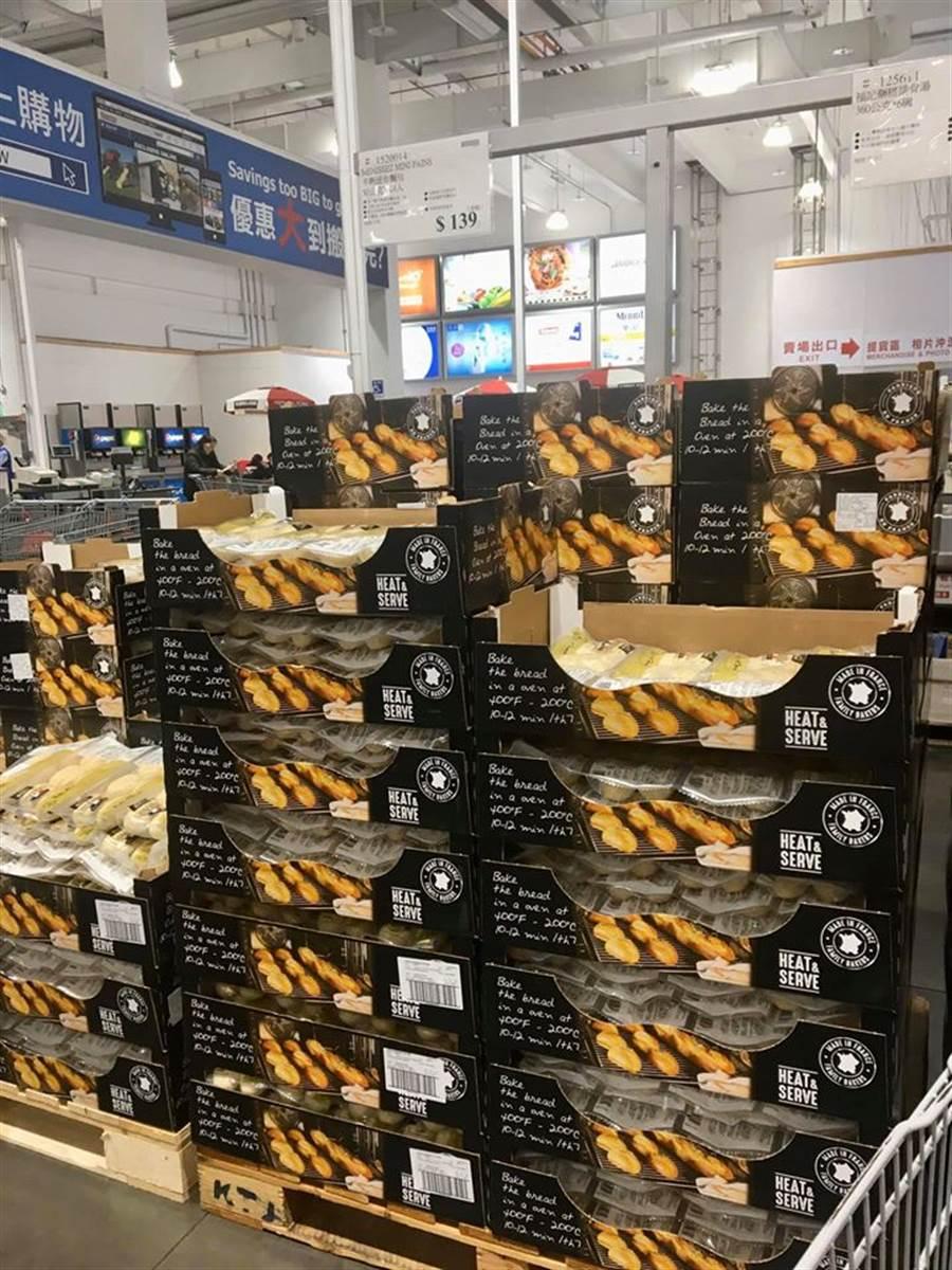 連日遭到秒殺的好市多「半熟麵包」,如今買氣大減,有網友在社團表示新莊店剩下許多庫存 (圖/翻攝自Costco好市多 商品經驗老實說)