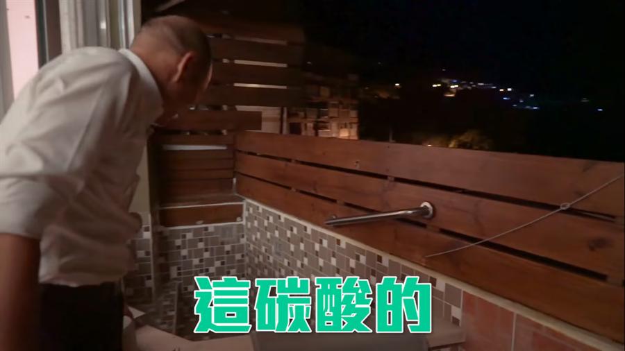 韓國瑜用了溫泉水沖手後,他說洗起來非常滑潤。(圖/摘自韓國瑜FB)