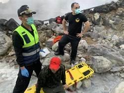 民眾泡野湯遭灼傷 2消防員冒熱救援也遭殃