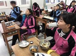 支持小農顧健康 永慶高中買媽祖牌豆漿替學生加菜