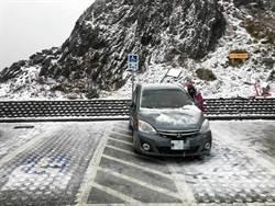 低溫加水氣配合 合歡山下雪了