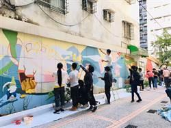 在地創生社區服務  華夏師生美化牆面