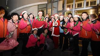 彰縣府廣場耶誕樹閃動夢想 提供耶誕服裝拍照還有感恩音樂會