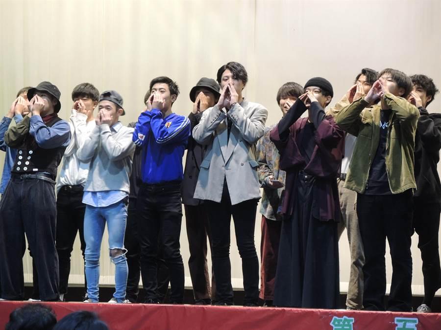 日本新潟縣上越高校學生準備了傳統歌謠表演。(邱立雅攝)