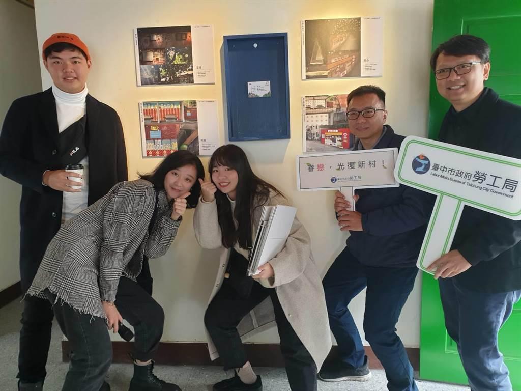 台中科大學生創駔的「喂!失物你好嗎?」,以雜貨店呈現老眷村的商品與情感,奪下創意設計競賽第一名。(林欣儀攝)