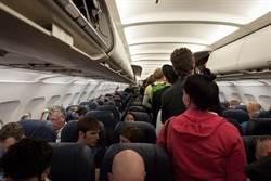 驚人!機艙內6個地方超髒 這時段的班機最乾淨