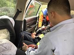 台中警押人犯南下警車自撞翻落高速公路邊坡