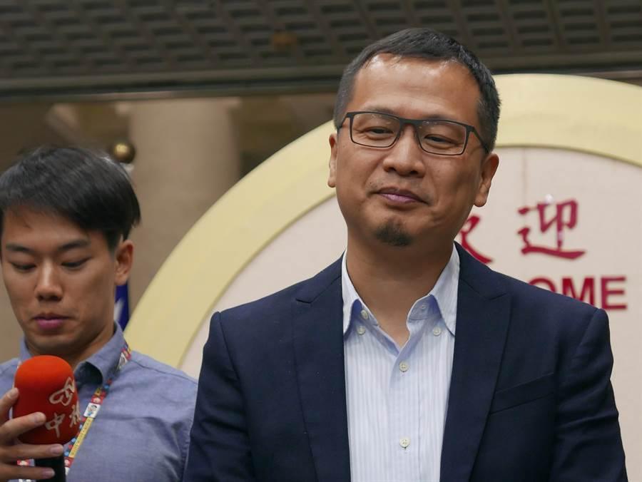 台北市議員羅智強針對總統辯論提出四點聲明,認為蔡總統占盡便宜與卡神何異?(本報資料照片)