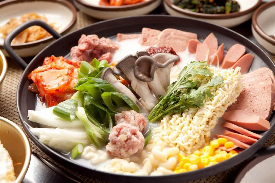 火鍋加哪種青菜最對味?老饕狂推這1樣(示意圖/達志影像)