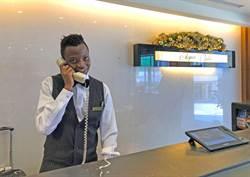 北投溫泉有非洲服務生  阿智要圓飯店達人夢想