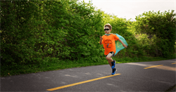 美9歲童為癌症兒童籌款 一年跑193公里