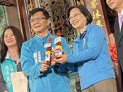 蔡總統萬和宮參拜 張廖萬堅贈辣椒醬給「辣台妹」顧台灣