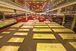 全球央行搶黃金 人行連10月增持