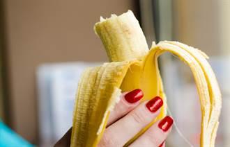 美術館香蕉價值365萬 男當眾爽吃