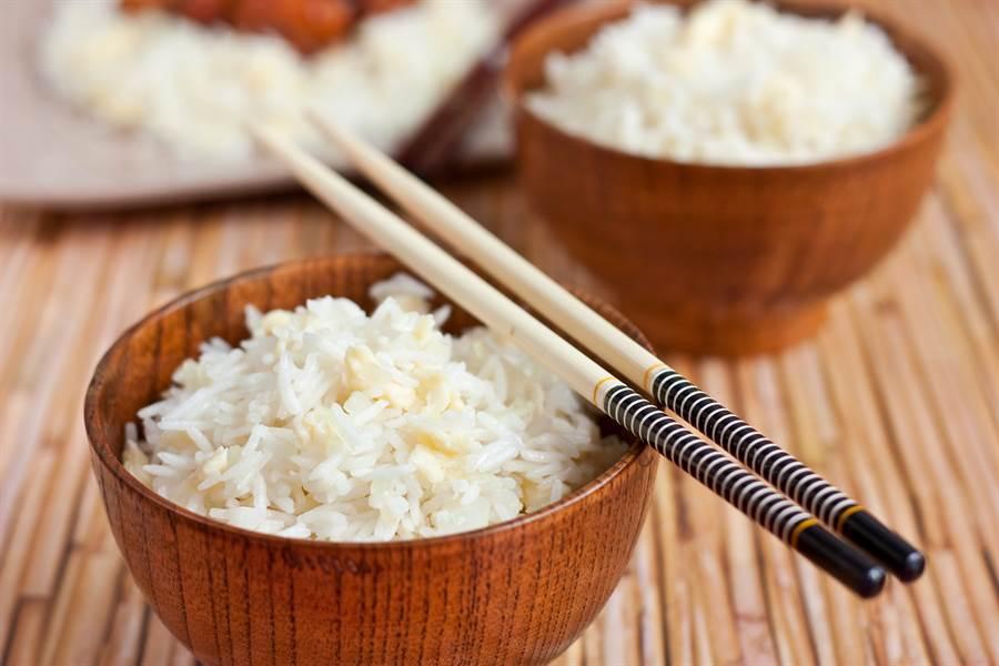 吃飯筷子平放碗上 日人崩潰:千萬不要(圖片取自/達志影像)