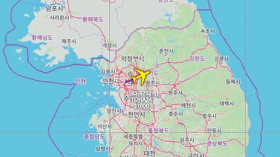 美國空軍RC-135V在31000呎的朝鮮半島上執行任務。(取自AircraftSpots推特)