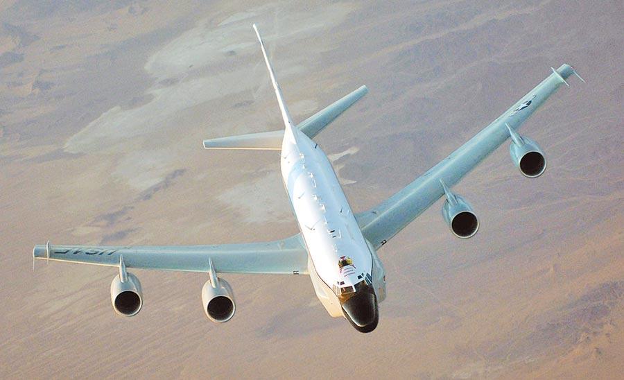 美軍RC-135偵察機可以收集圖像情報,遙測情報和信號情報。(取自美國空軍官網)