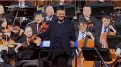 馬雲驚喜變身指揮家 與觀眾同樂