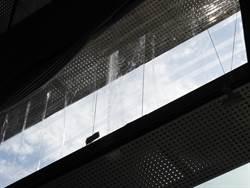台中市議會發生玻璃龜裂  幸當時窗下無人