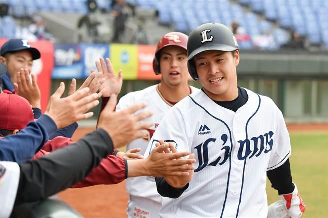 日職紅隊齊藤誠人敲出追平2分砲,獲選單場MVP。(中職提供/鄧心瑜傳真)