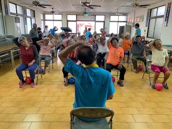 台南活力「高年級實習生」 揪銀髮族動起來。(柯宗緯攝)