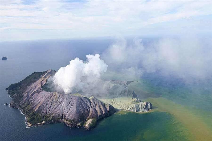 紐西蘭懷特島9日火山噴發已造成1人死亡。(圖/美聯社)