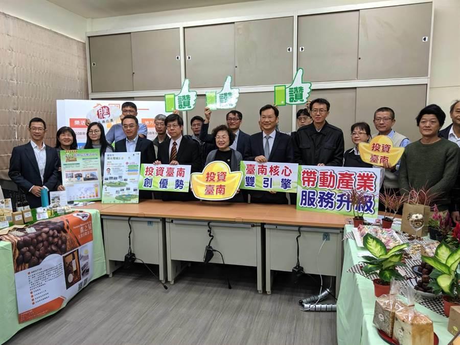 台南市政府經濟發展局9日舉行年終記者會宣布,台南市政府以南科、沙崙智慧綠能科學城為核心,帶動衛星產業及台商回流投資設廠,加上台積電的3奈米、5奈米廠,總投資額超過1兆6000億。(莊曜聰攝)
