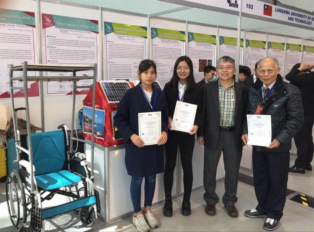 得獎人李妤喜(由左至右)、高毓鴻,以及指導老師蕭瑞昌。(學校提供/甘嘉雯桃園報導)