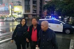 83歲老翁淋雨受凍又迷路 暖警護送回家