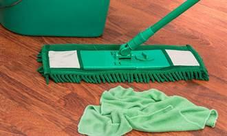 清潔阿姨「拖把」擦飲水機 網作嘔:散播病毒