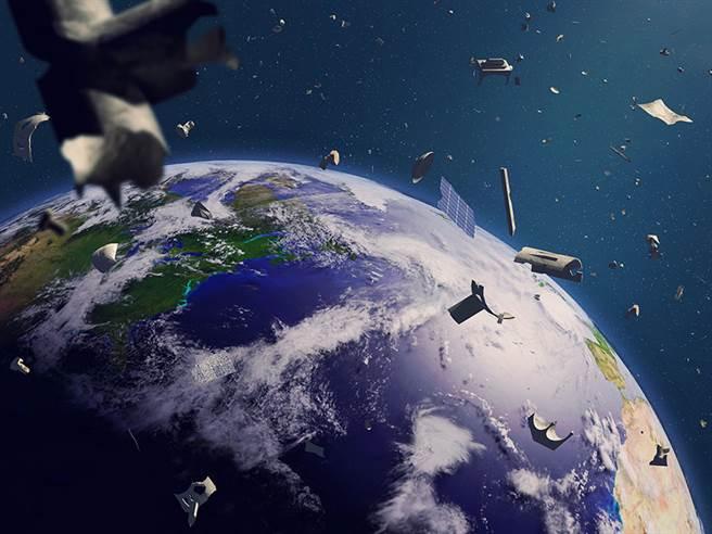 上百萬的太空垃圾飄蕩在地球軌道上。(圖/NASA)