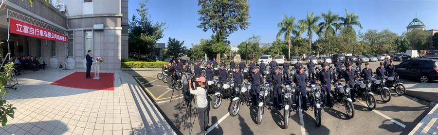 立富自行車公司,10日捐贈30輛警用機車給南投縣警察局。(廖志晃攝)