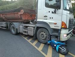 機車、曳引車碰撞 騎士腿遭輾送醫急救