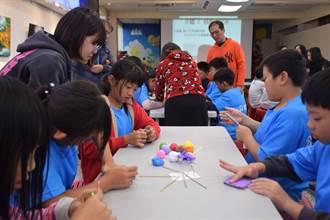弘光文創師生將藝展帶到國小 教學童創作「冰棒」