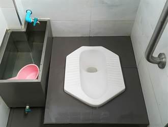 男如廁滑倒 意外離奇深深插入無法抽身