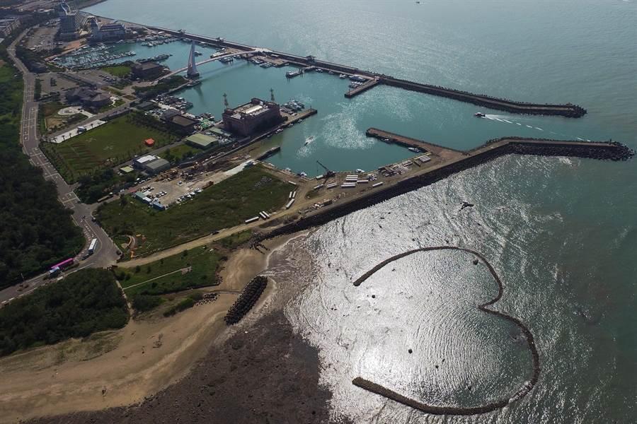 淡二漁港是新北遊艇專用碼頭,附近還有漁人碼頭與淡水老街等觀光景點。(新北市農業局提供/葉德正新北翻攝)