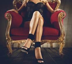 女富豪開高薪徵「男公關」面試要求太變態嚇傻眾人