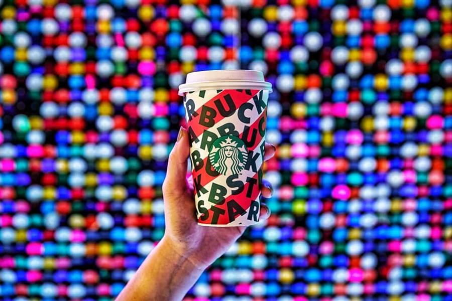 隨著12月進入中旬,全台耶誕的節氣氛圍也是越來越濃厚,因應聖誕節即將到來,11日星巴克推出了其間限定咖啡飲品「耶誕雪人巧克力那堤」。(摘自臉書星巴克咖啡同好會Starbucks Coffee)