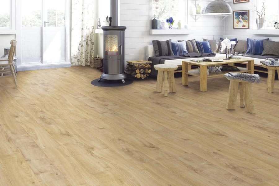 「白馬德國超耐磨木地板」精緻的觸感與手工刮擦的頂級紋理,讓消費者使用安心又放心。圖/白馬窯業提供