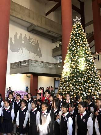 47年首見 國館大廳點亮智能聖誕樹