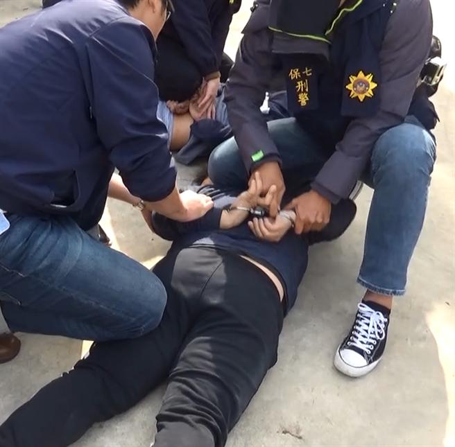 警方逮捕李嫌在內的7人。(警方提供/陳鴻偉台北傳真)