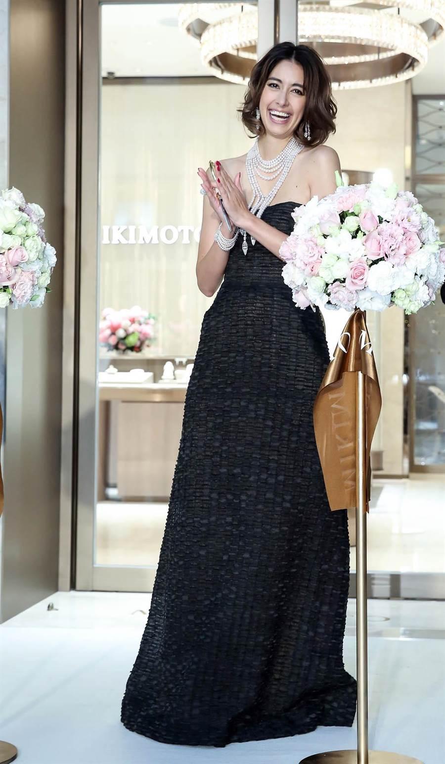 MIKIMOTO台北101頂級珠寶旗艦店開幕剪綵儀式記者會,圖為日本名媛名模 森泉Mori Izumi擔任嘉賓。(陳俊吉攝)