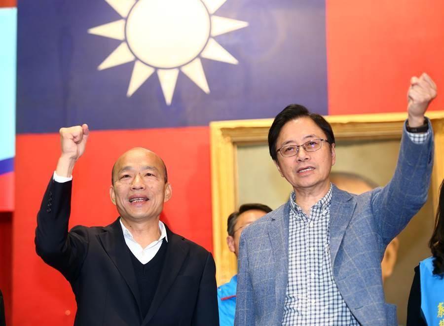 國民黨總統參選人韓國瑜(左)、副總統參選人張善政(右)。(圖/本報資料照,陳信翰攝)
