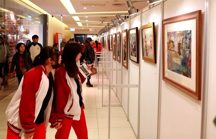 新竹市清華附小、建華國中及新竹女中3校美術班聯合美展「從心定藝」13日在巨城購物中心登場。(陳育賢攝)