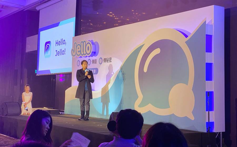 街口執行長胡亦嘉宣布推出Jello即時通訊軟體。(黃慧雯攝)