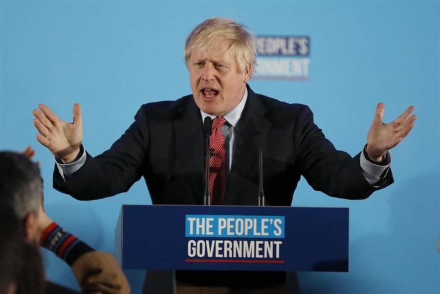 現任首相強森所屬的保守黨篤定在國會大選中過半,美國總統川普表示英國脫歐後,美英可隨心所欲的展開新的貿易協議談判。圖為強森。(美聯社)