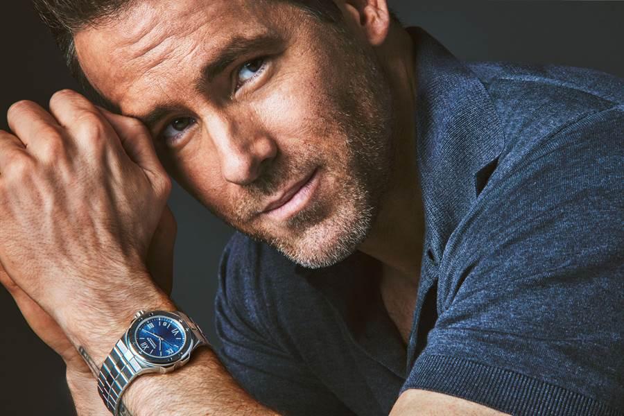 動作派性感男星Ryan Reynolds佩戴蕭邦腕表帥氣入鏡。(CHOPARD 提供)