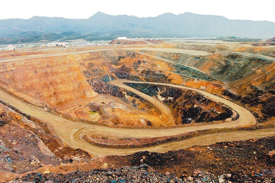 位於美國芒廷山口的稀土礦區。(取自中華網)