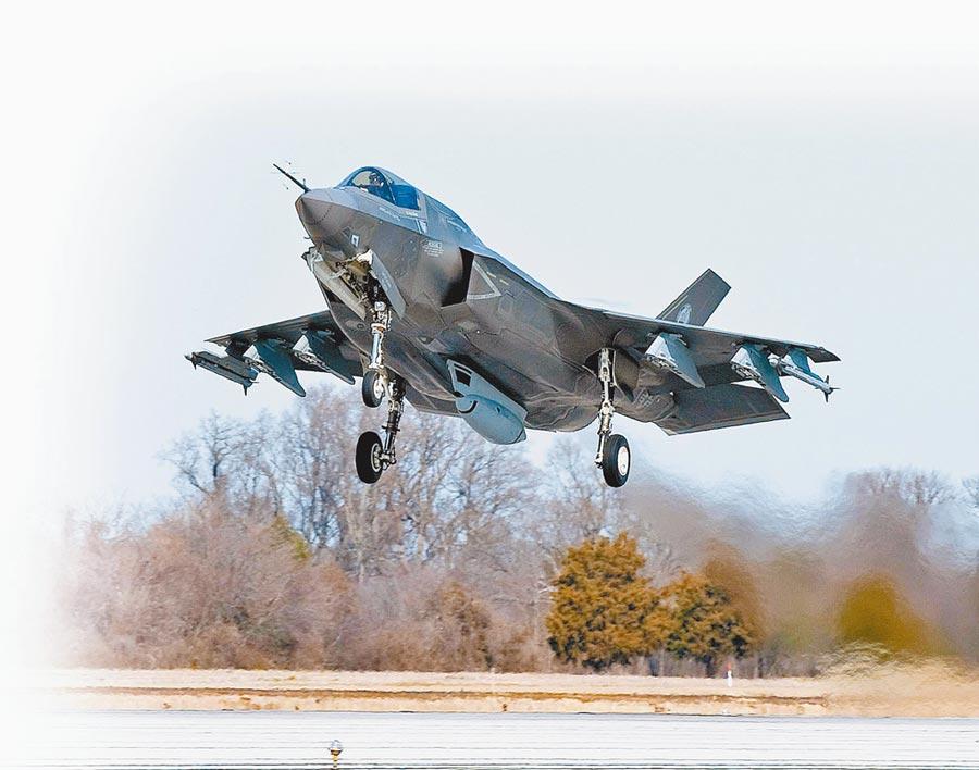 稀土廣泛用於軍工產品。圖為美國F-35隱形戰鬥機。(取自美國海軍官網)