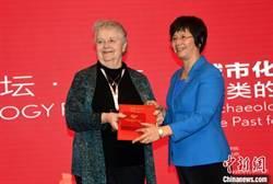世界考古論壇上海揭幕 美國學者白簡恩獲頒終身成就獎